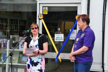 Opening by the Town Mayor, Jaqui Landriani, with Lion President Sarah Dorrington