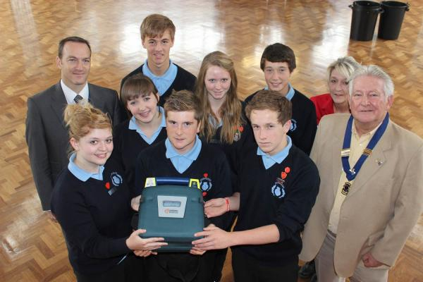 Presentation of defibrillator to Oalmeeds Community College
