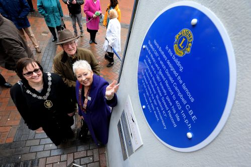 Unveiling of the Bue Plaque by Burgess Hill Town Mayor Jaqui Landriani and Zone Chairman Lion Christine Coxshaw
